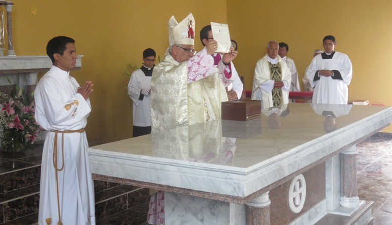Reliquias de Beatos Mártires de Pariacoto en la iglesia de Santa Cruz de Flores