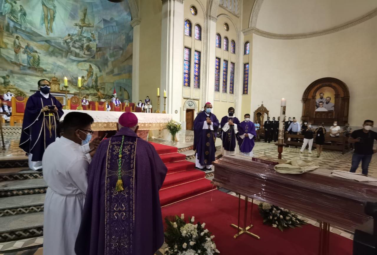 En la Catedral de Chimbote